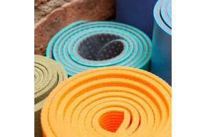 Як вибрати килимок для йоги: поради для початківців