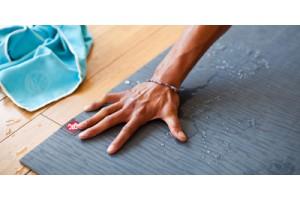 Чистка килимка для йоги: чим, коли і як?