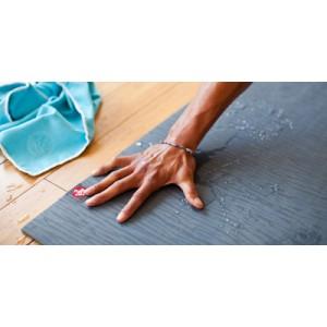 Чистка килимка для йоги: чим, коли і як?>
