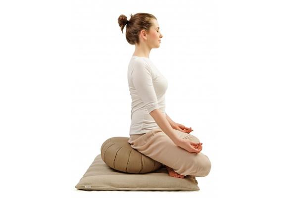 Медитация на круглой и прямоугольной подушках